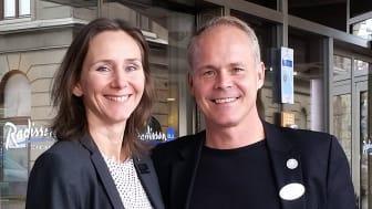 Jessica Rivle och Pelle Johansson utanför Scandinavia Hotel