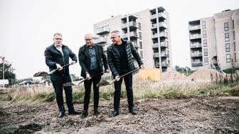 Borgmester Peter Sørensen, AG Gruppen og Bech-Gruppen tager første spadestik til endnu 29 lejligheder på Nordhavnen i Horsens