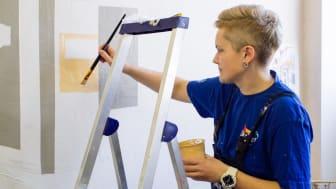 Волонтеры нарисовали Париж в школьной столовой