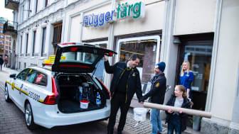 Nytt samarbete mellan Taxi Göteborg och Flügger färg - hjälper kunderna hem till dörren