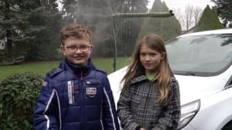 Oppfinnere: Søskenparet Daniel (11) og Lara Krohn (9) fant opp et vannsparingssystem for biler