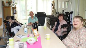 Fühlen sich wohl in Schrecksbach: Angelika Soldan (von links), Werner Eckhardt, Rosemarie Schacht und Beate Geiß