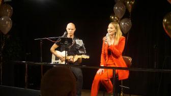 Här framträder Beatrice Jasz för första gången med låten Passion.