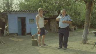 """Stillbild ur """"Bora Bora"""" av Bogdan Mirică"""