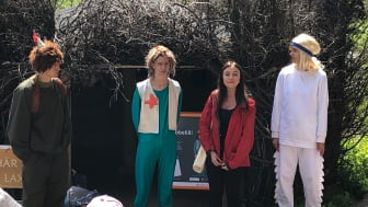 """Skogsmulle, Laxe, Kim och Nova i en av scenerna i barnteatern """"Främmande besök i Skogsmulleriket"""". Foto: Lotta Stigsdotter/Next Skövde"""