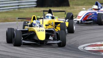 Simon Ohlin (38) har stabilt grepp om silverplatsen i Formula STCC Nordic