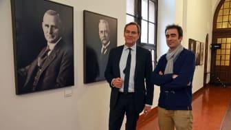 Oberbürgermeister Burkhard Jung und Fotograf Michael Bader eröffneten die Dauerpräsentation im Neuen Rathaus