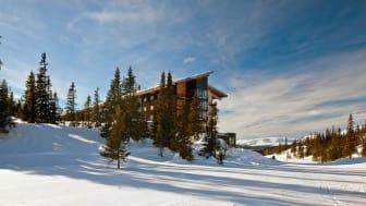 Copperhill Mountain Lodge i vårljus. Foto: Nic Lehoux.