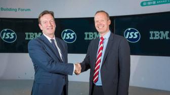 Andrew Price, Chief Commercial Officer, ISS (vasemmalla) ja Nils J. van der Zijl , Business Unit Executive, IBM Watson IoT Europe (oikealla). (Lähde: IBM)