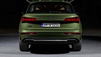 Audi Q5 with digital OLED rear lights