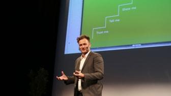 Thomas Kolster speaks during the 2013 Award Ceremony