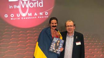 """Anna Benson, författare av """"Blå kokboken 2"""" tillsammans med Edouard Cointreau, grundare och president samt ordförande i Gourmand Awards internationella jury. Foto: Pelle Agorelius"""