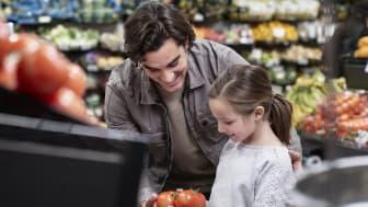 Butik. Tomater far och dotter handlar, Från Sverige