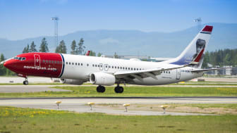 Norwegians LN-NOW landing