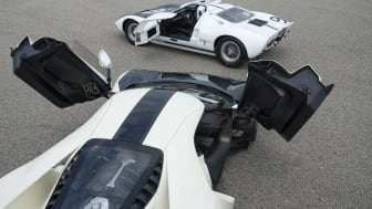2022 Ford GT '64 Heritage Edition and 1964 Ford GT prototype_04.jpg