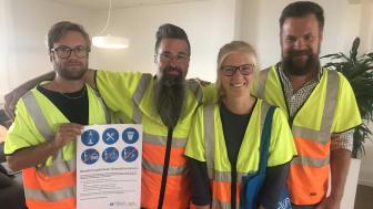 Här har vi några av NSVAs medarbetare som informerar om bevattningsförbudet på plats i Torekov. Filip Westberg, Nicklas Kristiansson, Hanna Palm Johansson och Leo Engström.