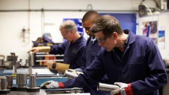 I mange virksomheder kan en række arbejdsfunktioner sagtens løses af personer, der på grund af forskellige udfordringer kun kan arbejde i et begrænset antal timer om ugen. Det kan være med til at frigive tid hos virksomhedens nøglemedarbejdere.