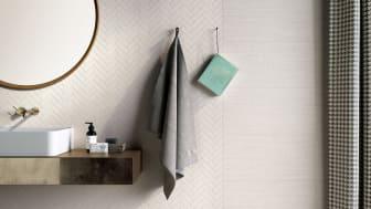 Kakel och klinker inspireras av textila material i år. På golvet Tailorart, Kakelspecialisten. Se fler inspirerande badrumstrender i relaterat material.