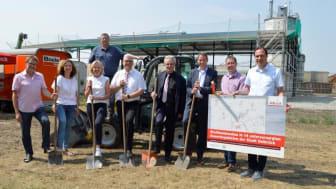 Spatenstich für das FTTH-Glasfasernetz in Delbrück für 14 unterversorgte Gewerbegebiete (Stadt Delbrück)