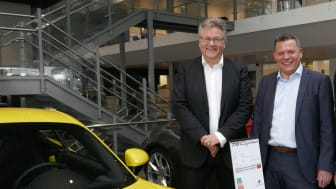 Adm. dir. Bavaria Norge Helge Ellingsen og daglig leder Porsche Center Stavanger Terje Fjogstad