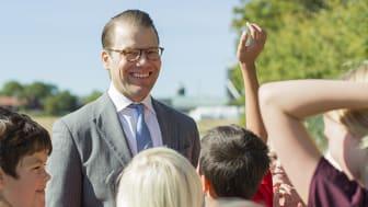 Prins Daniel besöker skola tillsammans med stiftelsen Gen-Pep