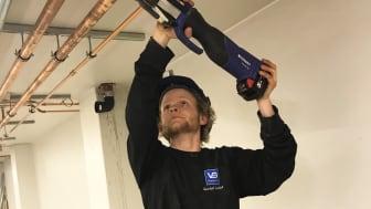 22-årige Mathias Holand fra VB-bedriften Varme & Bad Narvik fikk sin ilddåp som bas under et større rehabiliteringsoppdrag på Narvik Havn.