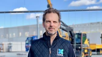 Claes Kollstedt framför byggnationen av hall 2, Scandinavian XPO