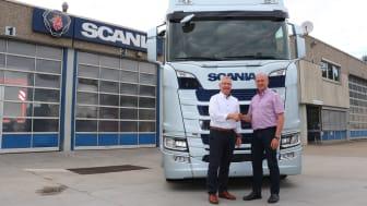 Hartmut Bertsch, ehemaliger Geschäftsführer, und Gerhard Lauster, Regionaldirektor Scania Südwest