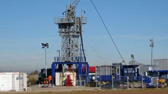 Ein enges Messstellennetz überwacht den Betrieb der Geothermieanlage der Bayernwerk Natur in Poing (Foto). Die Daten dienen der Beobachtung und Bewertung mikroseismischer Ereignisse.