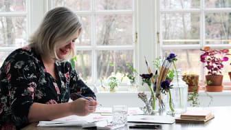 Hanna Wendelbo skapar mönster inspirerad av natur och blommor.