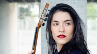 Roxane Elfasci tolkar Debussy på klassisk gitarr - 'Clair De Lune' ute 7 maj