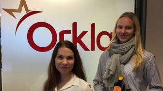 Jenni Pesonen ja Jutta Kankaanpää työskentelivät kesän Orkla Care Oy:ssä mm. Möller, Sana-sol, L300 ja Erittäin hieno suomalainen -brändien parissa.