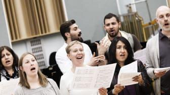 Repetition med GöteborgsOperan och Röda Korsets internationella kör 2016. Foto: Tilo Stengel