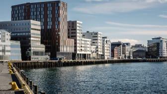 PÅ KAIKANTEN: Quality Hotel Ramsalt ligger på kaikanten rett ved Hurtigrutekaia og jernbanestasjonen.