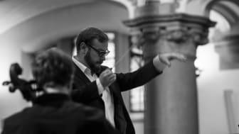 Daniel Hansson leder Malmö akademiska kör och orkester