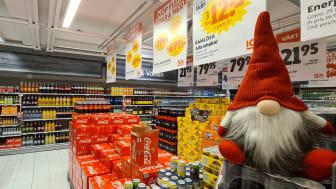 Totalt handlar räddningen som Matsmart gör om 13 blandade pallar med läsk och godis i större förpackningar.