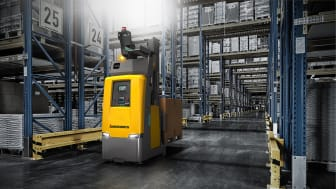 Nya kompakta automatiserad e plocktrucken EKS 215a från Jungheinrich