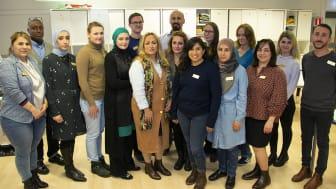 Enheten för flerspråkighet är vägen in i skolan för nyanlända elever till Partille. Här arbetar cirka 30 studievägledare, lärare och administrativ personal.