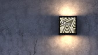 Lampen Maze formår gennem det spændende labyrint-look kombineret med det bløde lys bag-til at skabe en charmerende mystik, som giver udendørsområder et unikt præg.