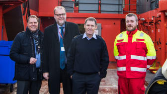 Managing Director, Søren Nørgaard Thomsen, invited the Minister for Energy, Lars Chr. Lilleholt, on board the 'Esvagt Beta' during his visit to ESVAGT. He greeted, among others, captain Jann Bach and Claus Rexen Petersen.