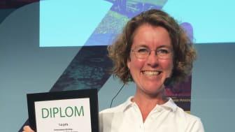 Sofia Öreberg, stadsutvecklingschef Tyréns Malmö, tar emot priset.