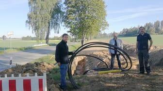 Für rund 550.000 Euro entsteht eine Mittelspannungsverbindung zwischen Münchberg, Mechlenreuth und Mussen. v.l.: Markus Seidel (Netzbauleiter), Oliver Schmidt (Projektleiter Stadtwerke Münchberg), Rene Martin (Baubegleiter).