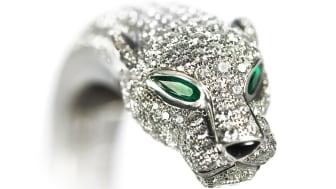 "Cartier ""Panthère"" smaragd- og diamantarmring. Nypris: ca. 1,8 mio. kr. Vurdering: 300.000-500.000 kr."