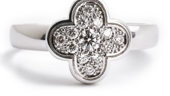 Van Cleef & Arpels: Ring af hvidguld og diamanter