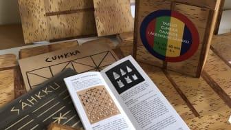 Bilden föreställer delar ur de fyra samiska brädspel som skickats till Västerbottens alla folkbibliotek. Foto: Jenny Lindmark Svedgård