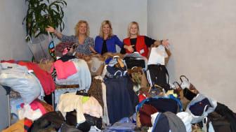 Stockholm Arlanda Airport skänker 700 kilo kläder till Röda Korset