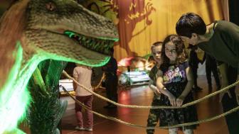 Utställningen Dinosaurs i Skellefteå är full med liv för stora och små.