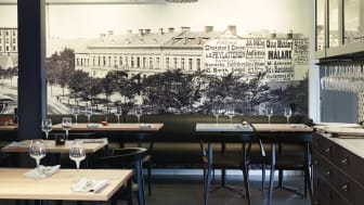 SE138-historical-wallpaper-set-table-clarion-collection-hotel-magasinet