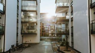 Vilka verktyg har styrelsen att ta till vid bostadsrättshavares slarv med betalning av årsavgiften?