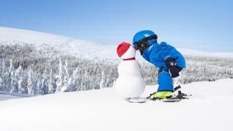 Skiing children